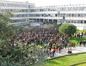 783px-Université_Rennes_2_-_Strikes_-_'09_events
